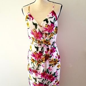 Beautiful floral patterned dress!